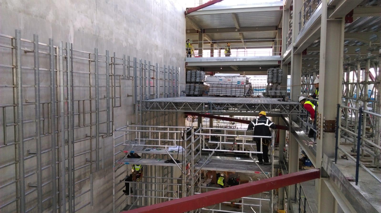 Opbouw tijdelijke werkvloer nieuwbouw EMA
