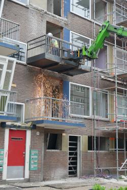 Verwijderen balkons met mobiel ankerpunt valbeveiliging